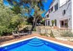 Location vacances Castellví de Rosanes - Villa Tarruella-2