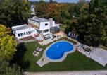 Location vacances Château-Richer - 8-Bedroom Villa by the Water-1
