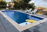 Location vacances Castellet i la Gornal - Casa Bella Vista en montaña con vistas al mar y piscina privada-2