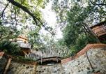 Location vacances Monforte San Giorgio - Le casette sull'albero di Villa Alba-1