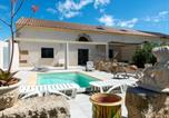 Location vacances Colombiers - Holiday Home La Bergerie-1