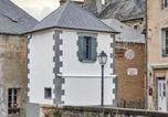 Location vacances Saint-Vigor-le-Grand - La Plus Petite Maison De France-2