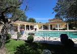 Location vacances  Bouches-du-Rhône - Villa provençale au calme absolu-1