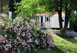 Camping avec Site nature Saint-Amand-de-Coly - Flower Camping Le Temps De Vivre-1