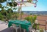 Location vacances  Province de Grosseto - Big apartment in southern Tuscany with view and pool-2