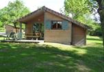 Location vacances  Jura - Les Lodges du Herisson-1