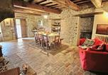 Location vacances Apecchio - Farmhouse with pool in the hills, beautiful views, in the truffle area-3