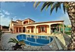 Location vacances Saint-Cyr-sur-Mer - Villa Spacieuse, Climatisation, Piscine, Jardin Paysage, Proche Mer-2