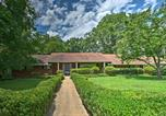 Location vacances Sevierville - Vintage Home with Spacious Yard 5 Mi to Pigeon Forge-1