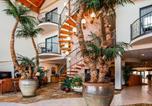 Hôtel Pecos - Best Western Plus Swiss Chalet Hotel & Suites-3