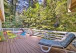 Location vacances Los Gatos - Riverfront Cottage in Redwoods with Decks and Beach!-1