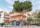 Location vacances  Province de Rimini - Two-Bedroom Apartment in Rimini-4