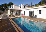 Location vacances La Penne-sur-Huveaune - Three-Bedroom Holiday Home in Marseille-1