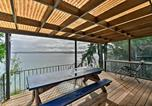 Location vacances Shelton - Beachfront Family Home with Views Hike and Fish!-2