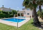Location vacances  Province de Gérone - Magnificent Villa in Sant Pere Pescador with Private Pool-2