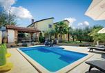 Location vacances Poreč - Apartment Porec 80 with Outdoor Swimmingpool-1