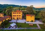 Location vacances  Province de Pistoia - Massa e Cozzile Villa Sleeps 12 Pool Wifi-4
