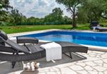 Location vacances Poreč - Apartment with private pool and large garden-1