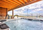 Location vacances Logan - Cabin with Beach Access, Sport Court, Hot Tub and View-1