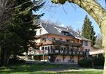 Hôtel Saint-Alban-de-Montbel - Les Lodges du Lac