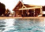 Location vacances Chaise-Dieu-du-Theil - Le loft Normand avec piscine chauffée-1