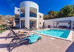 Location vacances Klis - Villa Cvita is a newly built, modern 3-bedroom villa with gym, private 24sqm pool-1