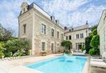 Location vacances Les Verchers-sur-Layon - Bagneux Chateau Sleeps 8 Pool Air Con Wifi-1