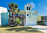 Location vacances Ingleside - All-New Build - Canal-Front Stilted Home with Deck home-1
