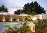 Location vacances Racale - Racale Villa Sleeps 16 Pool Air Con Wifi-2