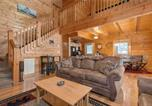 Location vacances Sevierville - A Mountain Paradise, 2 Bedrooms, Pool Access, Hot Tub, Pool Table, Sleeps 6-4