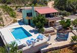 Location vacances Smokvica - Three-Bedroom Holiday Home in Cara-1