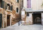 Location vacances Venise - Rialto Corte dei Sansoni canal view-4