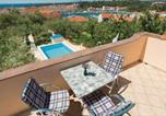 Location vacances Rab - Two-Bedroom Holiday Home in Banjol-2