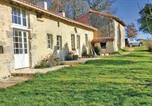 Location vacances  Charente - Two-Bedroom Holiday Home in Bonnes-1