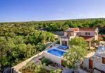Location vacances Milna - Milna Villa Sleeps 6 Pool Air Con Wifi-1