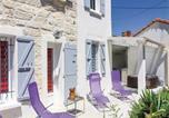 Location vacances Avignon - Four-Bedroom Holiday Home in Avignon-1