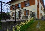 Location vacances  Vosges - Studio in Gerardmer with wonderful lake view furnished garden and Wifi 1 km from the slopes-1
