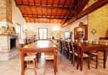 Location vacances Chiusi - Cantagallina Villa Sleeps 12 with Pool and Wifi-3