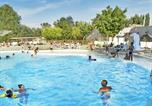Camping avec Piscine couverte / chauffée Breuillet - Camping Clairefontaine-1