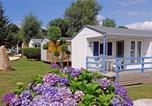 Camping avec Piscine couverte / chauffée Lampaul-Ploudalmézeau - Flower Camping de Kerleyou-2