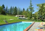 Location vacances Camporgiano - Apartment in agriturimo with a fantastic panorama, pool and restaurant-1
