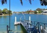Location vacances Diddillibah - April 19 - 4 Bedroom Home on Canal with Pool, Pontoon, Aircon & Wifi!-1