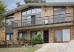 Location vacances Jindabyne - Alpine House - Views over Lake Jindabyne and the Snowy Mountains-1