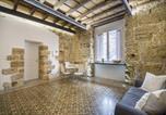 Location vacances  Ville métropolitaine de Palerme - Stylish home in front of Casa Professa-3