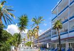 Location vacances  Province de Tarragone - Hotel Apartamentos Solimar-1