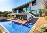 Location vacances Es Castell - Villa with 3 bedrooms in Cala Llonga with private pool and enclosed garden 3 km from the beach-1