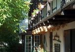 Location vacances Bernbourg - Hotel garni & Oma's Heuhotel 'Pension zur Galerie'-1