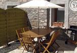 Location vacances Savigneux - Gîte Chambles, 3 pièces, 5 personnes - Fr-1-496-68-1