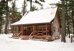 Location vacances Sparta - Woodland Doe Lodge - Lakefront Log Cabin-1