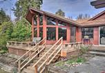 Location vacances Medford - Serene Riverfront Escape with Hot Tub and Views!-2